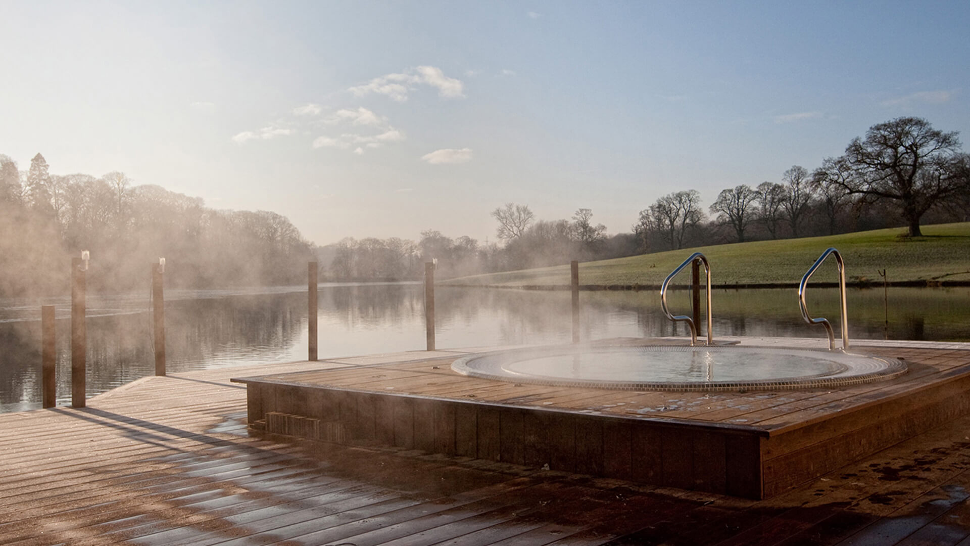 <p>Peacefully overlooking the lake and accommodating up to six guests each, we recommend completing your spa experience with a long soak in one of our outdoor hot tubs.</p>