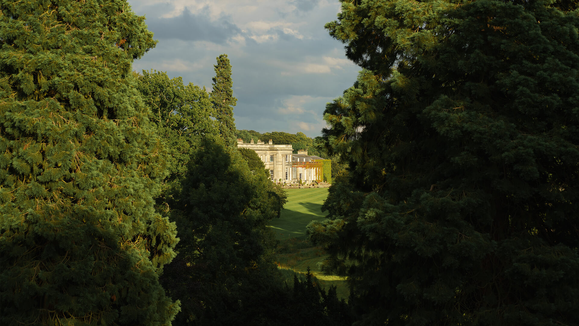 <p>Surrounded by 120 acres of rolling countryside including, rose garden and breath-taking views of the private estate the grounds at Wynyard Hall provide a picture perfect backdrop.</p>